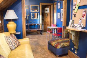 Podkrovní byt laděný do modra