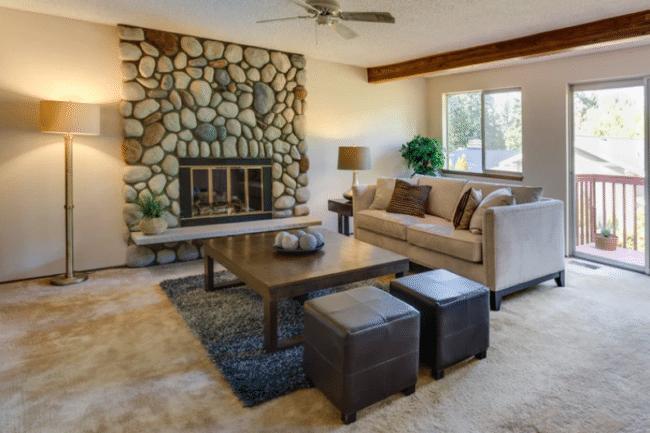 Moderní obývací pokoj v rustikálním stylu